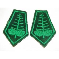 Dystynkcje do munduru zielone z szyszkami